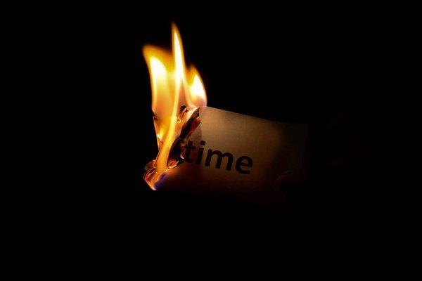 قاتل زمان خود نباشید
