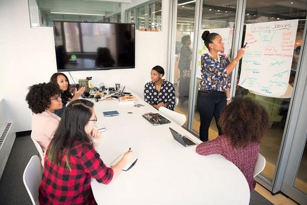 ارائه بازخورد به کارکنان با ردیابی زمان