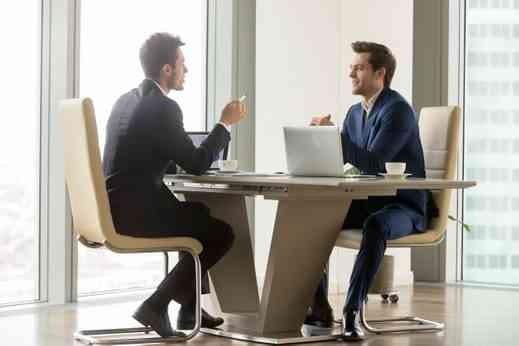 به کارکنانی که به طور مستقیم با مشتریان تعامل دارند، گوش دهید.